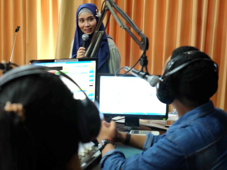 koleksikikie.com salah satu UKM Indonesia sedang talkshow di radio Colors FM Surabaya