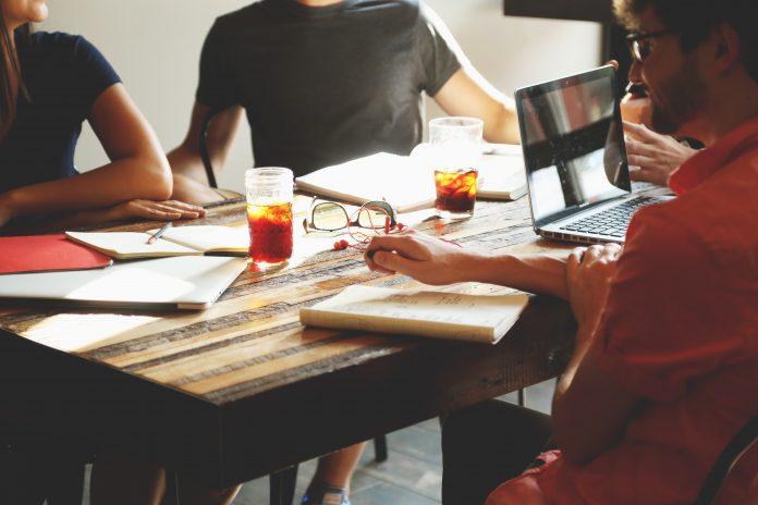 Menyusun Strategi Pemasaran bagi startup pemula agar produk dapat diterima di pasaran dan membuahkan hasil yang baik serta menguntungkan pula